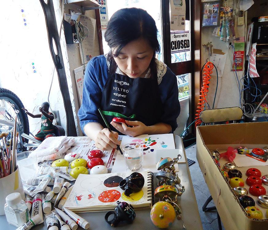 Crane handpainted suzu bell nami sasaki